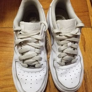Nike White Uptown Boys Sneakers Size 5.5Youth